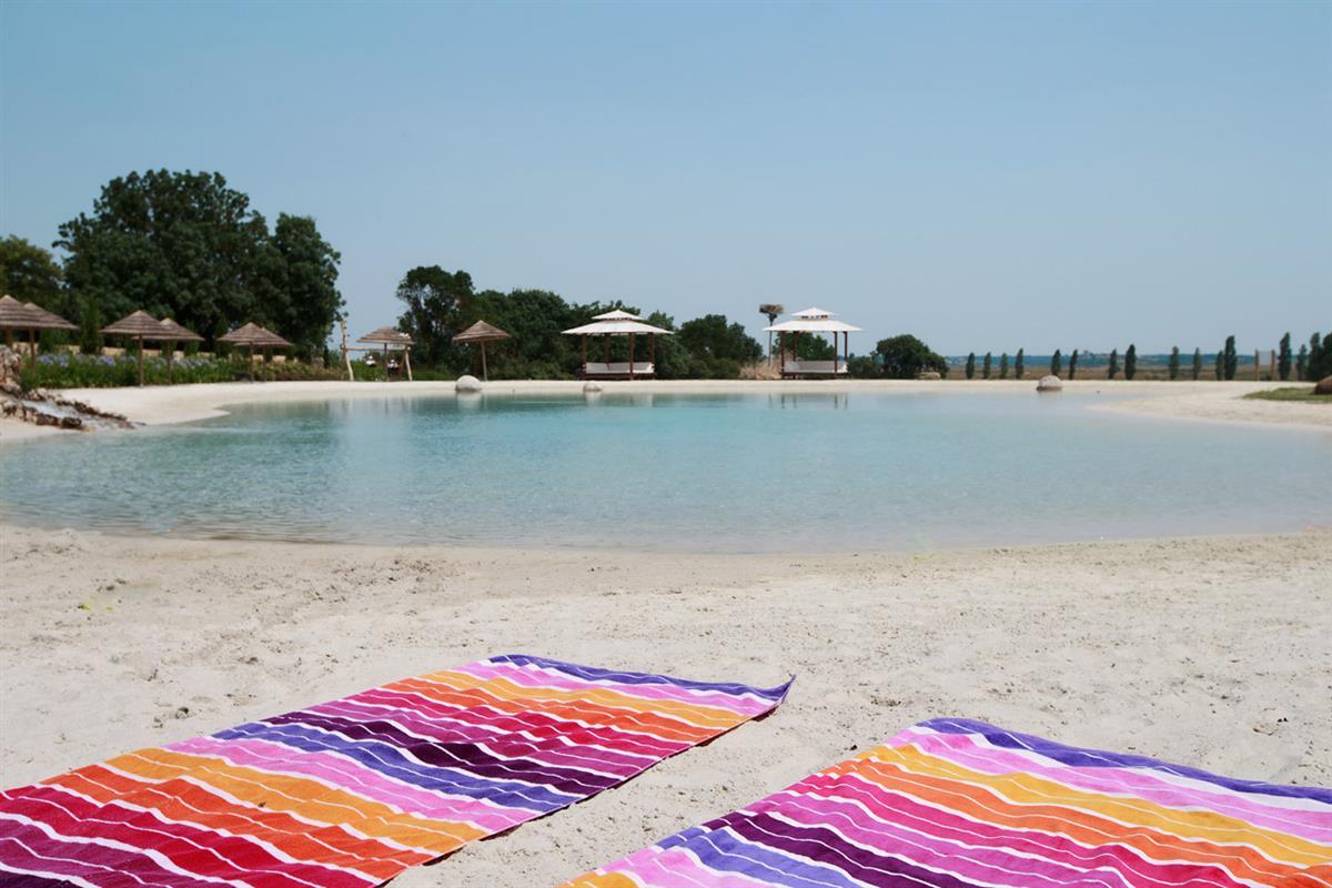 Badelagune und wei er sandstrand lagune badelagune und for Camping a marseillan plage avec piscine